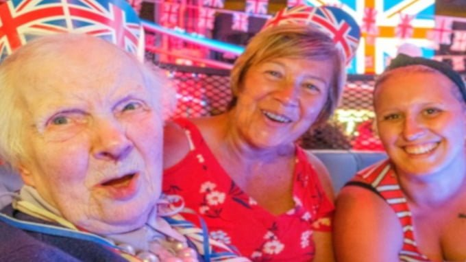 89-year-old-returns-to-nightclub-where-she-found-love