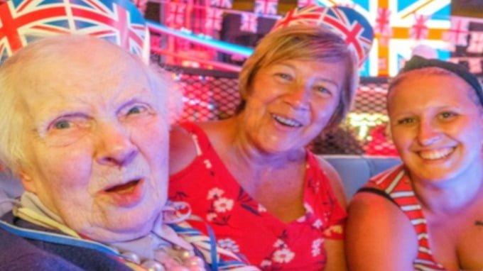 89-year-old-returns-to-nightclub-where-she-found-love