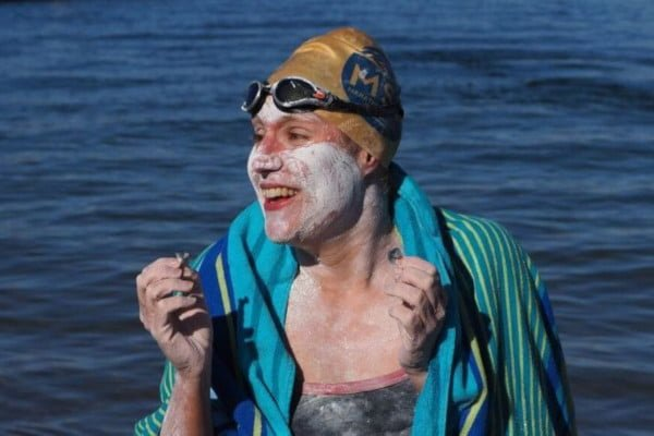 sarah-thomas-swims-four-lengths-of-the-english-channel-smiling