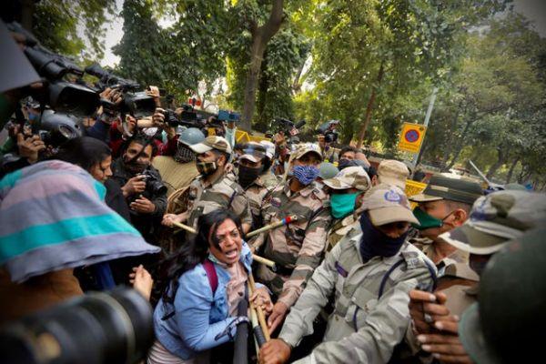 india-farmers-police