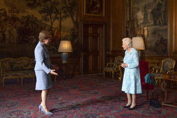 referendum-queen-nicola