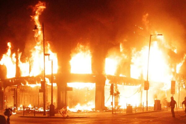 london-riots-featured