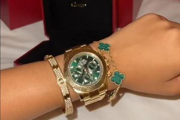 molly-mae-wrist